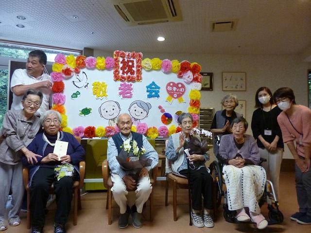 伊東市からウェルケア伊豆高原のご入居者の方に敬老記念品をいただきました