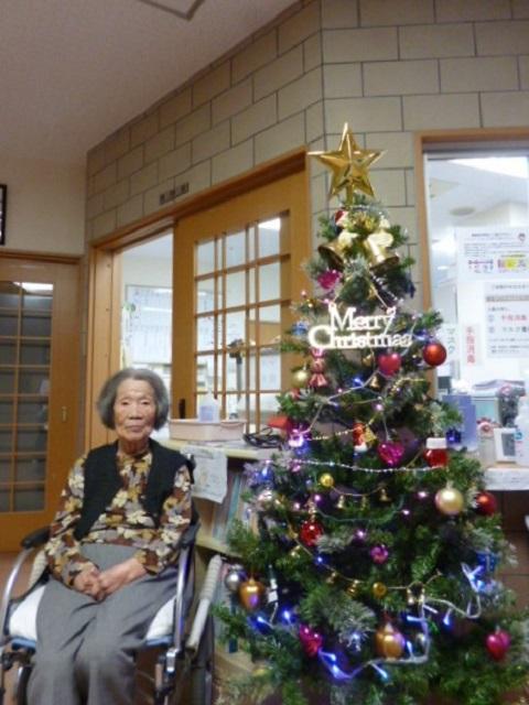 介護付き有料老人ホーム ウェルケア伊豆高原 クリスマスツリーの飾り付け